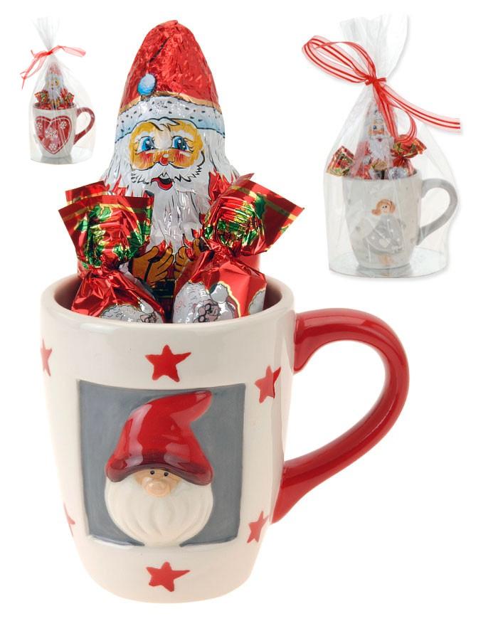 santa-claus-tasse-mit-schokoladen-bonbons-und-weihnachtsmann